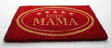 fu matte hotel mama als witzige geschenkidee. Black Bedroom Furniture Sets. Home Design Ideas