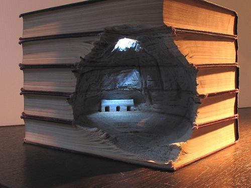 3D Landschaften geschnitzt aus Büchern