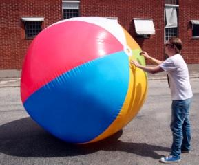 Sommer-Gadget: Gigantischer Spaß mit dem Riesenwasserball