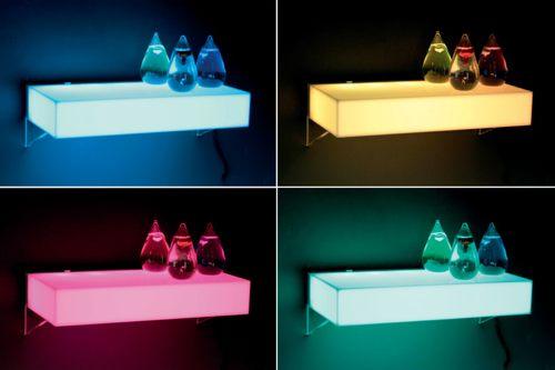 wandregal mit farbwechsel setzt farbakzente. Black Bedroom Furniture Sets. Home Design Ideas