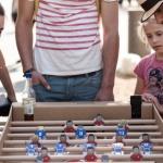 Ein Tisch-Kicker aus Karton