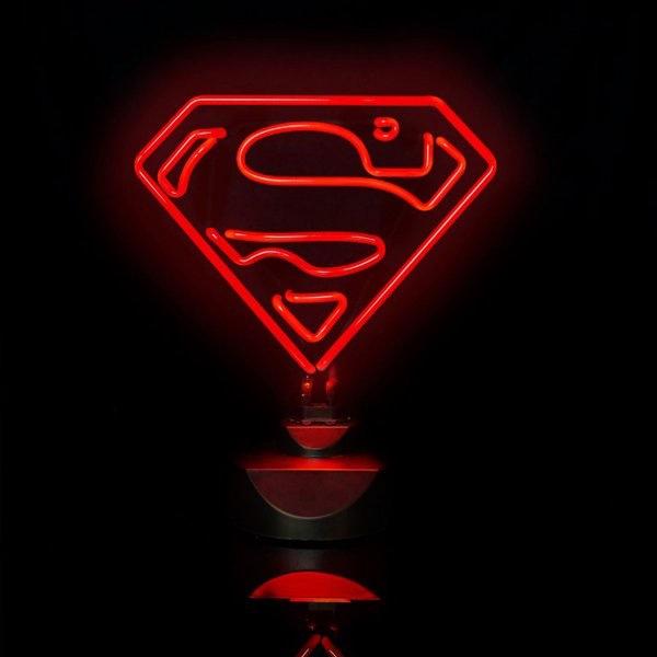 Superman! Hier kommt die heldenhafte Tischleuchte